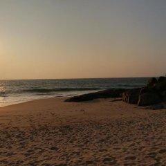 Отель Sunrise Beach Inn Шри-Ланка, Пляж Golden Mile - отзывы, цены и фото номеров - забронировать отель Sunrise Beach Inn онлайн пляж