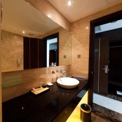 The Hanoi Club Hotel & Lake Palais Residences ванная фото 3