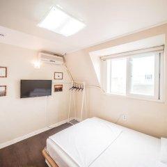 Хостел Itaewon Inn Стандартный номер с двуспальной кроватью фото 9