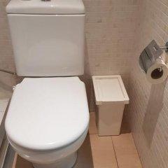Отель Hostalin Barcelona Gran Via 3* Номер с общей ванной комнатой с различными типами кроватей (общая ванная комната) фото 11