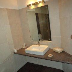 Отель Mapple Emerald New Delhi Индия, Нью-Дели - отзывы, цены и фото номеров - забронировать отель Mapple Emerald New Delhi онлайн ванная