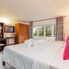 Отель Karon Sunshine Guesthouse & Bar 3* Улучшенный номер с различными типами кроватей фото 16