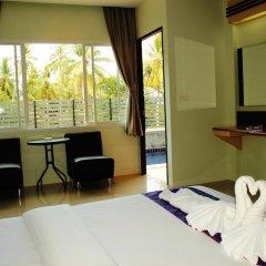 Отель AM Surin Place Номер Делюкс с двуспальной кроватью фото 4