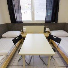 Хостел Seven Prague Номер с общей ванной комнатой с различными типами кроватей (общая ванная комната) фото 42