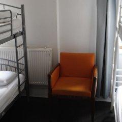 The Walrus Bar and Hostel Кровать в женском общем номере с двухъярусной кроватью