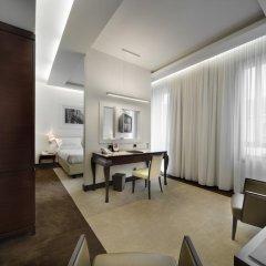 Отель UNAHOTELS Cusani Milano 4* Люкс с различными типами кроватей