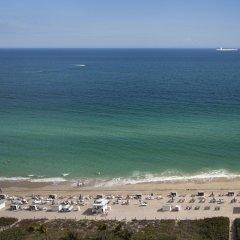 Отель Fontainebleau Miami Beach 4* Стандартный номер с различными типами кроватей фото 15