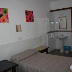 Отель Hostal Las Nieves Стандартный номер с различными типами кроватей (общая ванная комната) фото 21