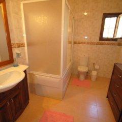 Отель Вилла Kleo Cottages ванная фото 2