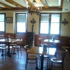 Отель Hostal Linares гостиничный бар
