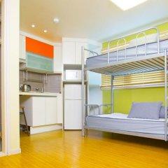 KW Hongdae Hostel Стандартный номер с 2 отдельными кроватями фото 6