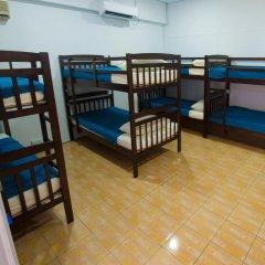 Alice Semporna Backpackers Hostel Кровать в женском общем номере с двухъярусной кроватью фото 3