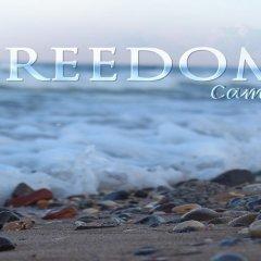 Отель Freedom Camp пляж