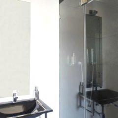 Отель Orange 3 House - Chiado Bed & Breakfast & Suites Португалия, Лиссабон - отзывы, цены и фото номеров - забронировать отель Orange 3 House - Chiado Bed & Breakfast & Suites онлайн ванная фото 2