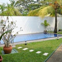 Отель Surf Villa Шри-Ланка, Хиккадува - отзывы, цены и фото номеров - забронировать отель Surf Villa онлайн бассейн