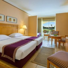Отель Jaz Makadi Star & Spa 5* Улучшенный номер с 2 отдельными кроватями фото 5