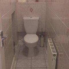 Отель Commercial Rd Homestay Номер с общей ванной комнатой с различными типами кроватей (общая ванная комната) фото 13
