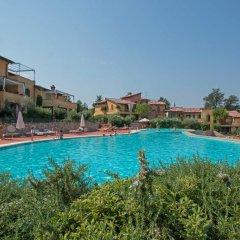 Отель Borgo Del Torchio B1 Манерба-дель-Гарда бассейн