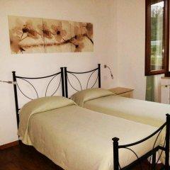 Отель Luconi Affittacamere Джези комната для гостей