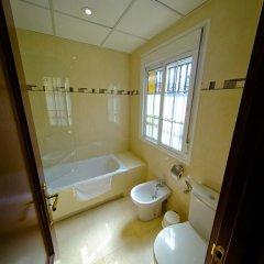 Отель Hostal La Muralla Стандартный номер с различными типами кроватей фото 23