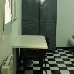 Hostel New York Стандартный семейный номер с двуспальной кроватью (общая ванная комната) фото 10