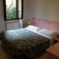 Adua Hotel 2* Стандартный номер с двуспальной кроватью (общая ванная комната)