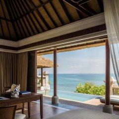 Отель Four Seasons Resort Bali at Jimbaran Bay 5* Вилла Делюкс с различными типами кроватей фото 7