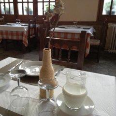 Отель Hostal Los Pinares Испания, Льорет-де-Мар - отзывы, цены и фото номеров - забронировать отель Hostal Los Pinares онлайн питание фото 2