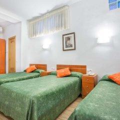 Отель Hostal Ramos Стандартный номер с различными типами кроватей фото 3