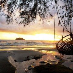 Отель Sea Breeze Resort пляж