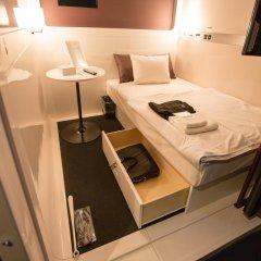 Отель First Cabin Kyobashi сейф в номере