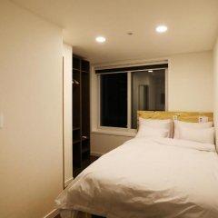 Отель STEP INN Myeongdong 1 3* Стандартный номер с двуспальной кроватью фото 3