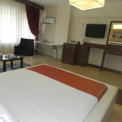 Отель Simal Airport Suites комната для гостей фото 3