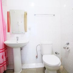 Гостиница Континент 2* Стандартный семейный номер с разными типами кроватей фото 9