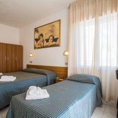 Hotel Nizza 2* Номер с общей ванной комнатой с различными типами кроватей (общая ванная комната) фото 5