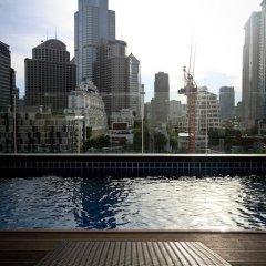 Hotel Icon Bangkok бассейн фото 2