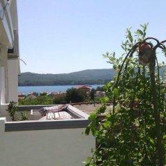 Отель Rooms Tamara Черногория, Тиват - отзывы, цены и фото номеров - забронировать отель Rooms Tamara онлайн приотельная территория фото 2