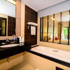 Отель Deevana Plaza Phuket 4* Номер Делюкс с двуспальной кроватью