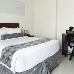 Hotel Latitud 15 сейф в номере
