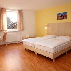 Отель A&O Berlin Friedrichshain 2* Стандартный номер с различными типами кроватей фото 2