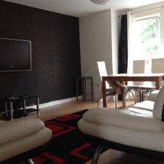 Апартаменты Bellway Commonwealth Apartment комната для гостей фото 4