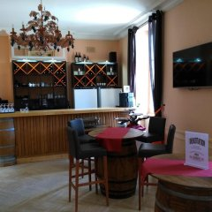 Отель Chateau Pomys гостиничный бар