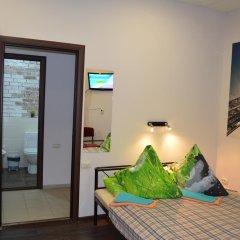 Stop-Hostel Стандартный номер с двуспальной кроватью (общая ванная комната) фото 3