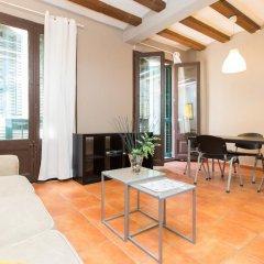 Апартаменты Ainb Raval Hospital Apartments Барселона комната для гостей фото 5