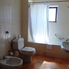 Отель Mirachoro III Apartamentos Rocha Португалия, Портимао - отзывы, цены и фото номеров - забронировать отель Mirachoro III Apartamentos Rocha онлайн ванная