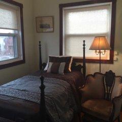 Отель Ledroit Park Renaissance Bed and Breakfast 3* Номер с общей ванной комнатой с различными типами кроватей (общая ванная комната) фото 6