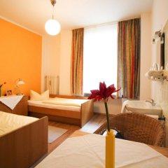 Отель Pension/Guesthouse am Hauptbahnhof Стандартный номер с двуспальной кроватью (общая ванная комната) фото 36