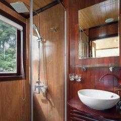 Отель Halong Legacy Legend Cruise 3* Номер Делюкс с различными типами кроватей фото 3