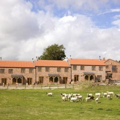 Отель Red House Farm Cottages фото 2