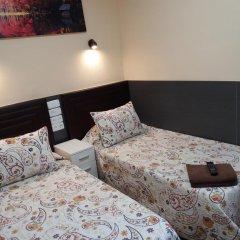 Отель Hostal Numancia Стандартный номер с 2 отдельными кроватями (общая ванная комната)